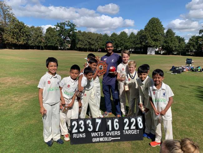 Buckhurst Hill U9s Cricket Club with their trophy