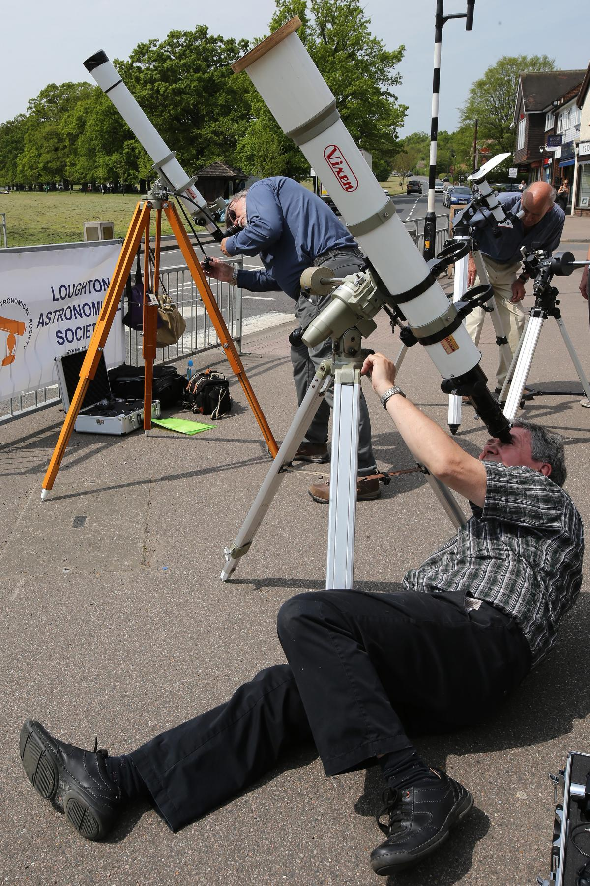 Astronomers in Theydon Bois watch Mercury transit the sun in 2016