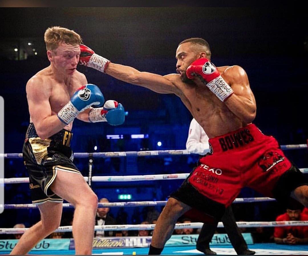 Philip Bowes successfully defended his Commonwealth super-lightweight title against Tom Farrell at Liverpool's M&S Bank Arena on Saturday